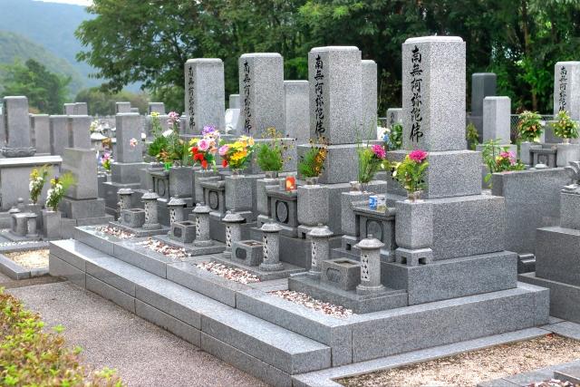 墓地や仏壇などは、誰が管理すればよいのか